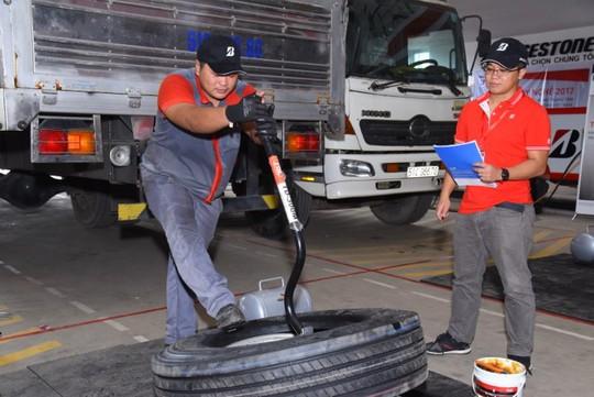 Bridgestone tổ chức Hội thi tay nghề dành cho kỹ thuật viên lốp xe tải, buýt - Ảnh 3.