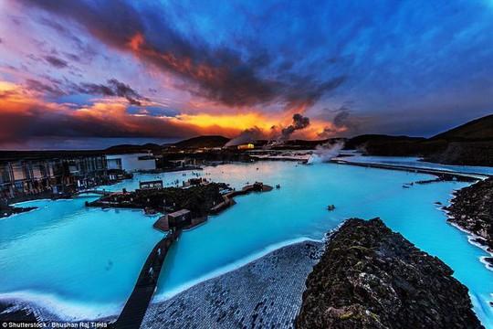 Hồ nước nóng giữa vùng băng giá đẹp nhất thế giới - Ảnh 5.