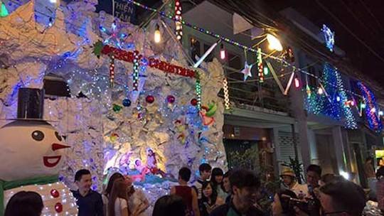 8 điểm đi chơi Noel lãng mạn nhất Sài Gòn - Ảnh 1.