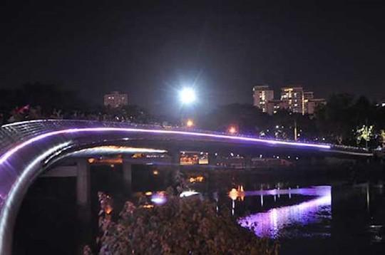 8 điểm đi chơi Noel lãng mạn nhất Sài Gòn - Ảnh 2.