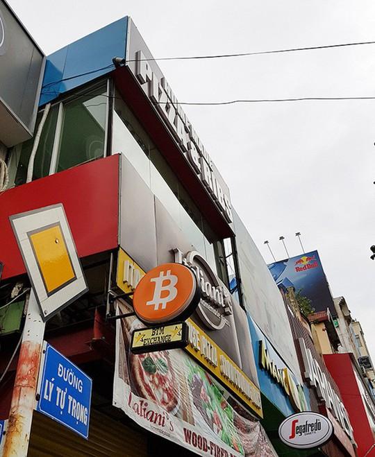 Nguy cơ mất trắng khi giao dịch tiền ảo Bitcoin qua ATM đặc thù! - Ảnh 1.