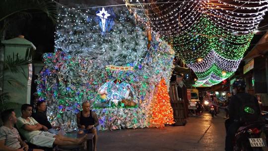 Không khí Noel ở những xóm đạo lớn nhất Sài Gòn - Ảnh 1.