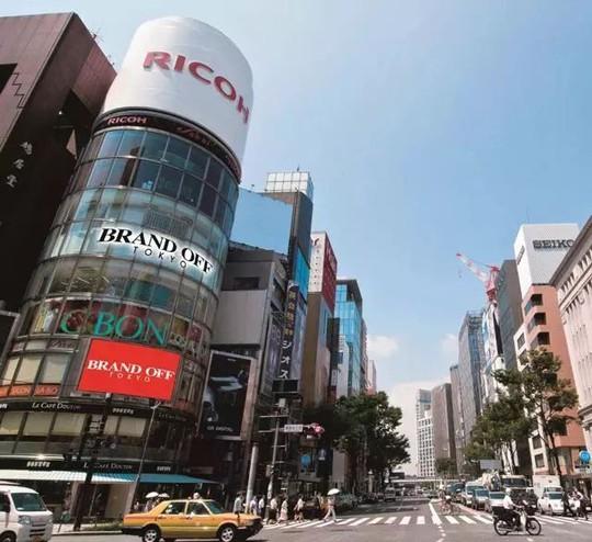 Choáng ngợp những thiên đường hàng hiệu second-hand ở Nhật - Ảnh 1.