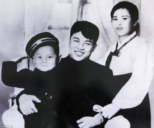 Tại sao Triều Tiên tổ chức lễ tưởng niệm lớn cho bà Kim Jong-suk? - Ảnh 2.