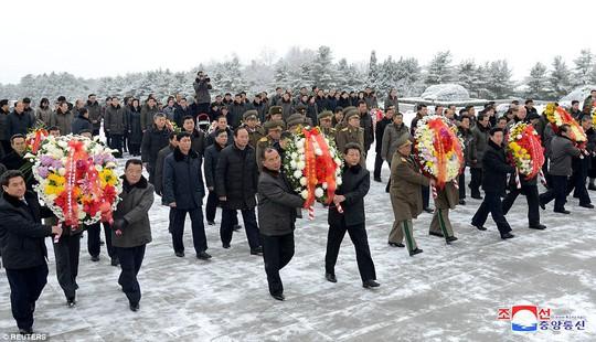 Tại sao Triều Tiên tổ chức lễ tưởng niệm lớn cho bà Kim Jong-suk? - Ảnh 7.