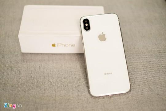 Bỏ 22 triệu mua iPhone X, nhận được mô hình tại Sài Gòn - Ảnh 2.