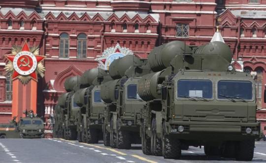 Thổ Nhĩ Kỳ mượn tiền Nga mua tên lửa phòng không S-400 - Ảnh 1.