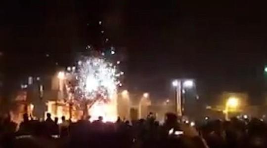 Iran: Cảnh sát bắn chết 2 người biểu tình - Ảnh 1.
