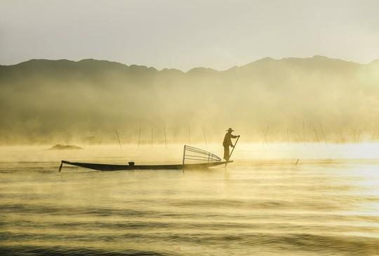 Cuộc sống yên bình trên hồ Inle