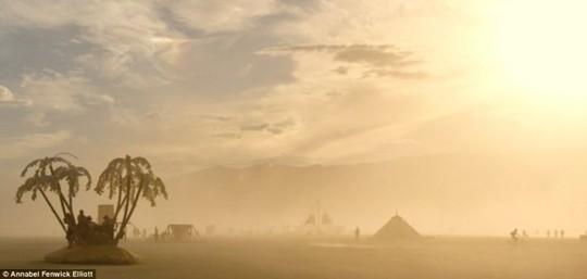 Hang Sơn Đoòng nằm trong các khu cắm trại độc đáo nhất thế giới - Ảnh 11.