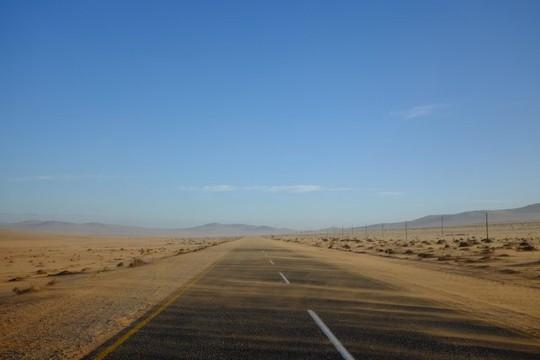 Vẻ kỳ bí của thị trấn bỏ hoang bị sa mạc nuốt chửng - Ảnh 11.