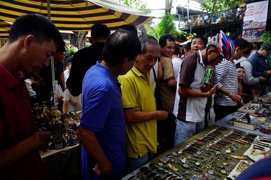 Chợ ve chai nghìn đô giữa lòng Sài Gòn - Ảnh 11.