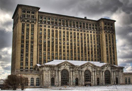 11 công trình bị bỏ hoang có vẻ đẹp ma mị trên thế gian - Ảnh 11.