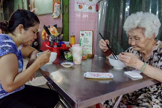 Tiệm mì 70 năm của người Hoa giữa lòng Sài Gòn - Ảnh 11.