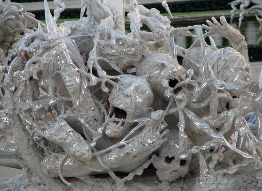 Khám phá ngôi đền trắng kỳ dị ở Thái Lan - Ảnh 10.