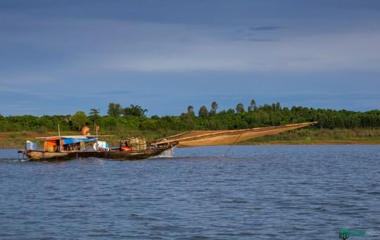 Bình minh tuyệt đẹp ở làng chài trên sông Đồng Nai - Ảnh 13.