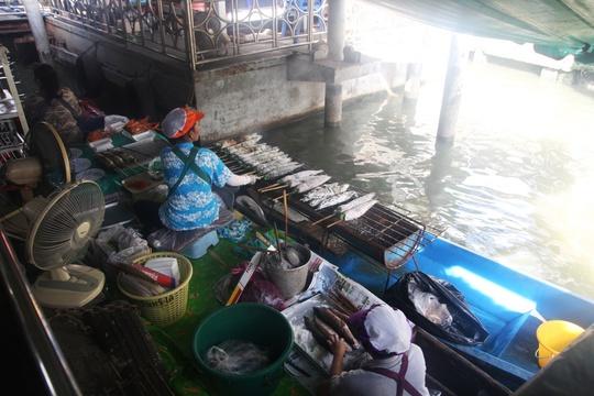 Đi chợ nổi Taling Chan ở Bangkok - Ảnh 13.