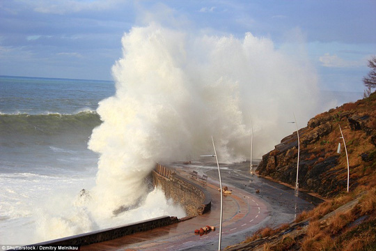 Choáng ngợp với những con sóng khổng lồ tuyệt đẹp nhưng cũng đầy hăm dọa - Ảnh 13.