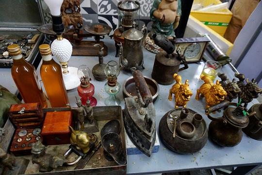 Chợ ve chai nghìn đô giữa lòng Sài Gòn - Ảnh 14.