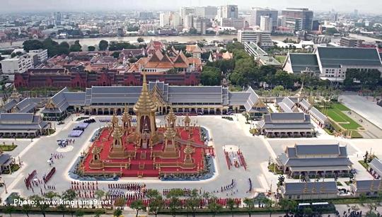 Thái Lan: Thi hài cố quốc vương được đưa vào tháp hỏa táng - Ảnh 24.