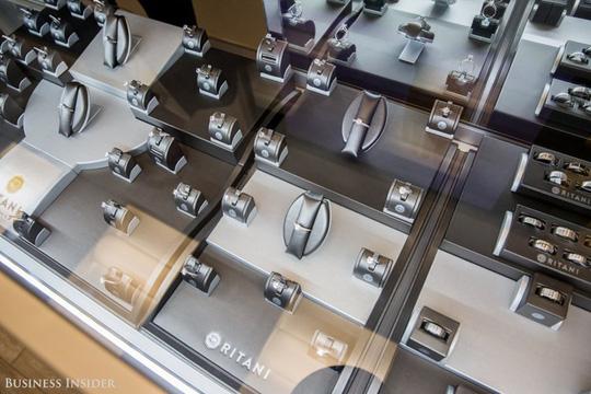 """""""Đột nhập"""" xưởng sản xuất nhẫn kim cương siêu đắt đỏ - Ảnh 14."""