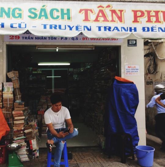 5 phố đồ cũ nên ghé đến ở Sài Gòn - Ảnh 15.