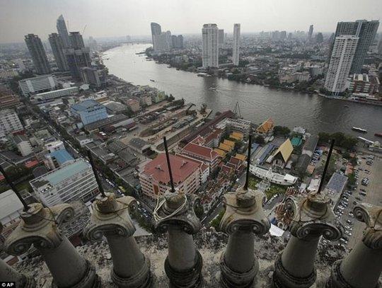 """Lạnh gáy với """"Tòa tháp ma"""" chọc trời giữa lòng Bangkok - Ảnh 5."""