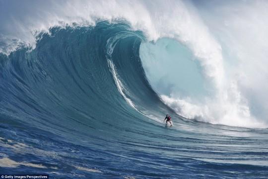 Choáng ngợp với những con sóng khổng lồ tuyệt đẹp nhưng cũng đầy hăm dọa - Ảnh 16.