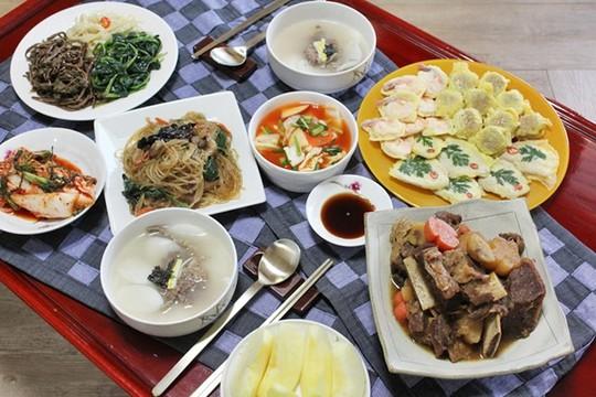 Một số món ăn truyền thống của Hàn Quốc dịp Tết Nguyên Đán. Ảnh: Soompi.