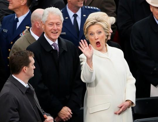 Bà Hillary Clinton và chồng Ảnh: REUTERS