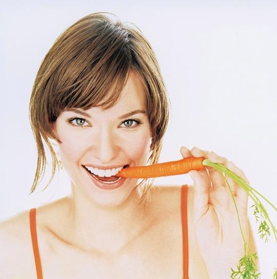 Cà rốt còn có thể bảo vệ các lớp biểu bì, giúp da chống lại tia cực tím xâm hại, cải thiện sắc da và tình trạng thô ráp.