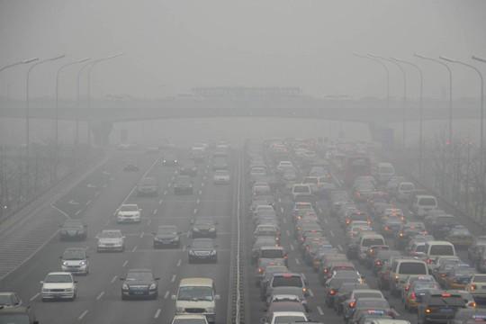 Bắc Kinh và những quốc gia lân cận chịu đang chịu ô nhiễm rất nặng, khiến hệ thống giao thông tê liệt. Ảnh: Highways Industry