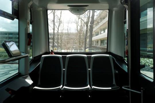 Bên trong xe buýt Ảnh: REUTERS