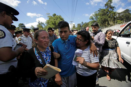 Daniel, 16 tuổi, người sống sót sau hỏa hoạn Ảnh: REUTERS