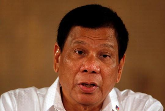 Tổng thống Duterte tại một cuộc họp báo ở Manila ngày 13-3 Ảnh: REUTERS