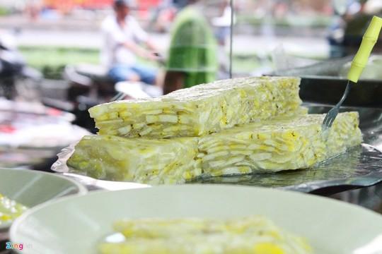 Bánh chuối: có nhiều cách chế biến như hấp, nướng, ăn kèm nước cốt dừa hoăc không... Một phần bánh chuối có giá từ 5.000-7.000 đồng.