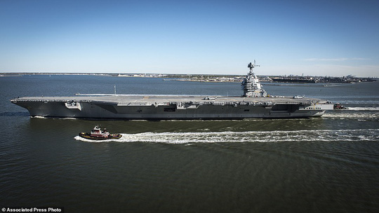 Tàu USS Gerald R. Ford chứa được 4.660 thủy thủ và 75 máy bay các loại. Ảnh: AP