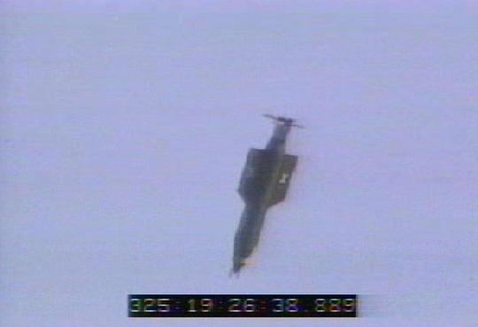 Một quả bom phi hạt nhân GBU-43 của Mỹ được thử nghiệm trong năm 2003. Ảnh: The Sun