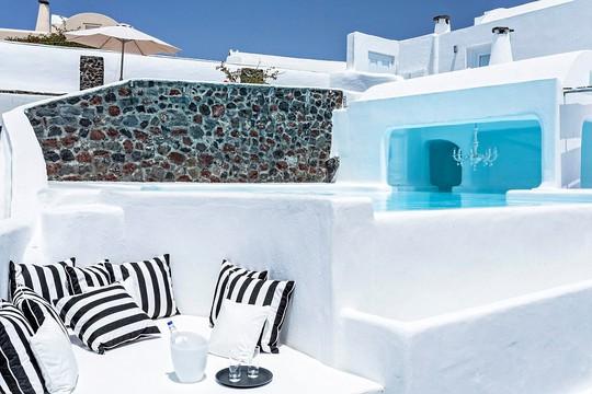 Khách sạn có tầm nhìn tuyệt vời bên Địa Trung Hải