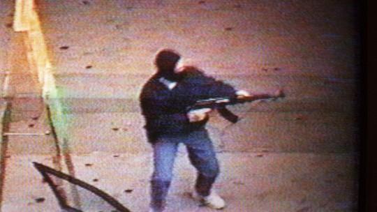 Diệp và đồng bọn cướp tiệm vàng bằng súng AK. Ảnh: SCMP