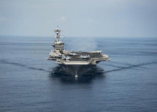 Tàu USS Carl Vinson tại biển Đông ngày 9-4 Ảnh: REUTERS