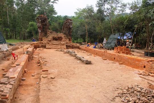 Con đường cổ được phát lộ sau khi nhóm chuyên gia Ấn Độ tiến hành trùng tu tháp K Mỹ Sơn. Ảnh: Đắc Đức.