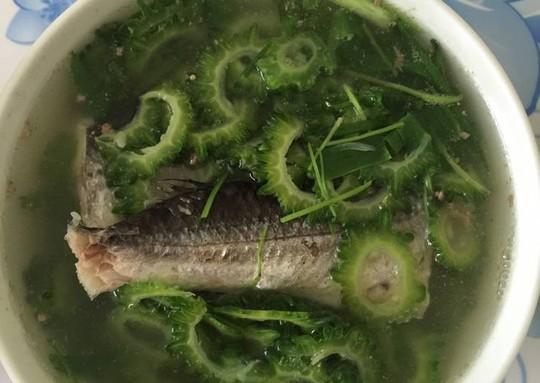 Ngon, ngọt cá chuồn nấu canh khổ qua - Ảnh 3.