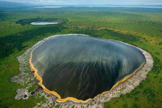 Điêu đứng trước vẻ đẹp 10 hồ núi lửa đẹp ngất ngây - Ảnh 1.