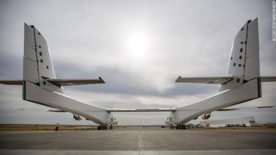 Hé lộ hình ảnh chiếc máy bay lớn nhất thế giới - Ảnh 3.