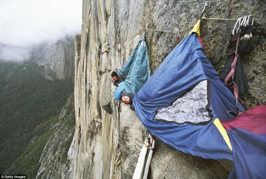 Hang Sơn Đoòng nằm trong các khu cắm trại độc đáo nhất thế giới - Ảnh 3.