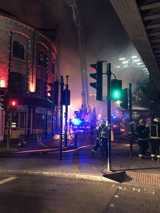 Lại cháy kinh hoàng ở London - Ảnh 3.
