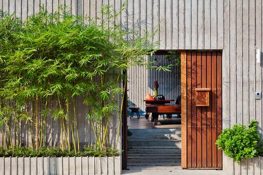 Bí ẩn sang chảnh trong ngôi nhà mái lá giữa Sài Gòn - Ảnh 3.