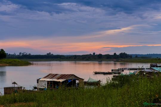 Bình minh tuyệt đẹp ở làng chài trên sông Đồng Nai - Ảnh 3.