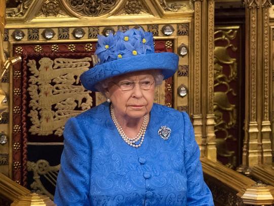 Khối tài sản khổng lồ hái ra tiền của Nữ hoàng Anh - Ảnh 3.